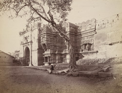 View of Hira Gate and Kali Temple, Dabhoi